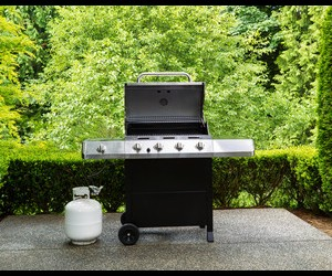 Photo of a grill with a propane tank